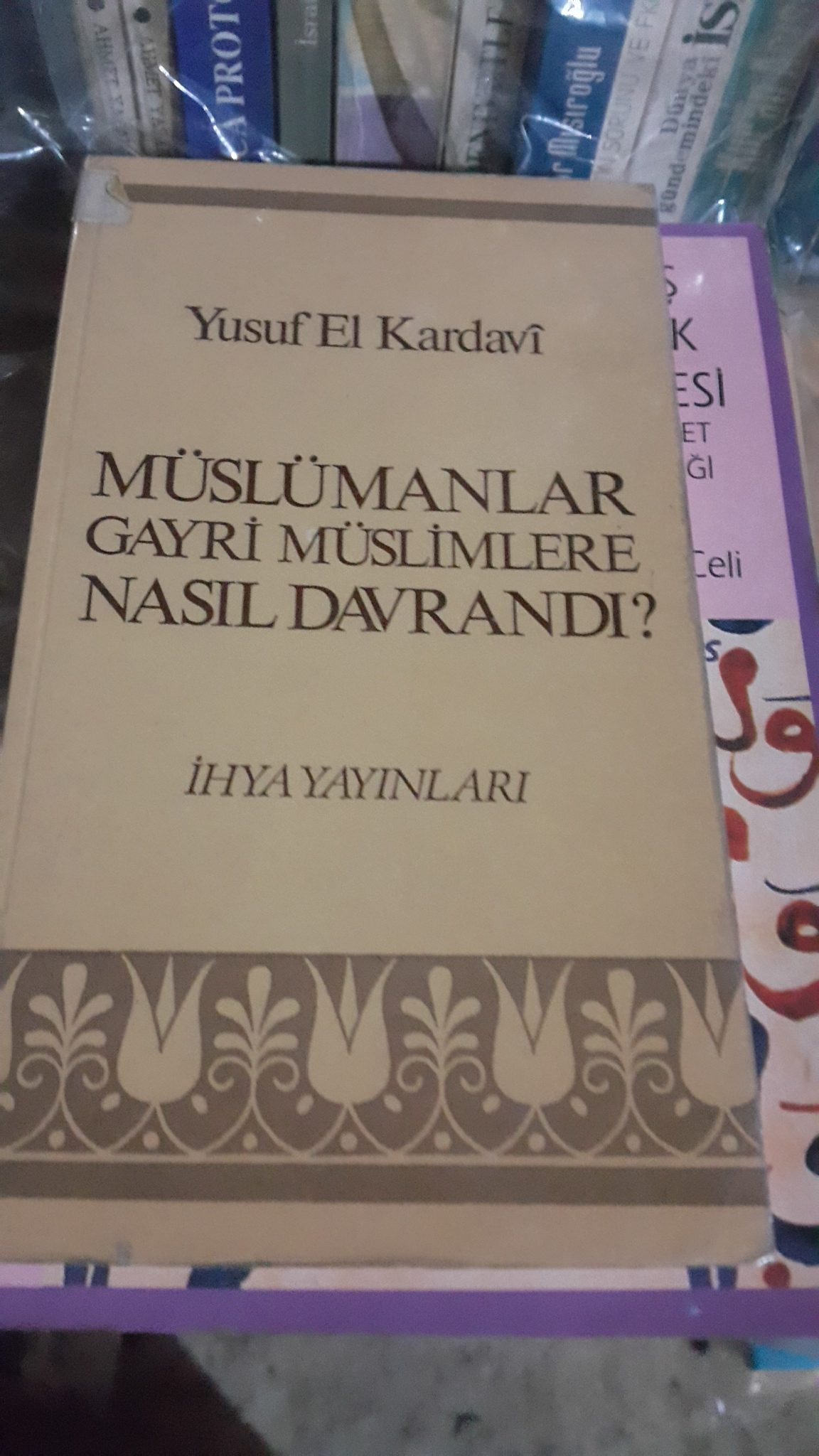 MÜSLÜMANLAR GAYR-I MÜSLİMLERE NASIL DAVRANDI/YUSUF EL KARDAVİ