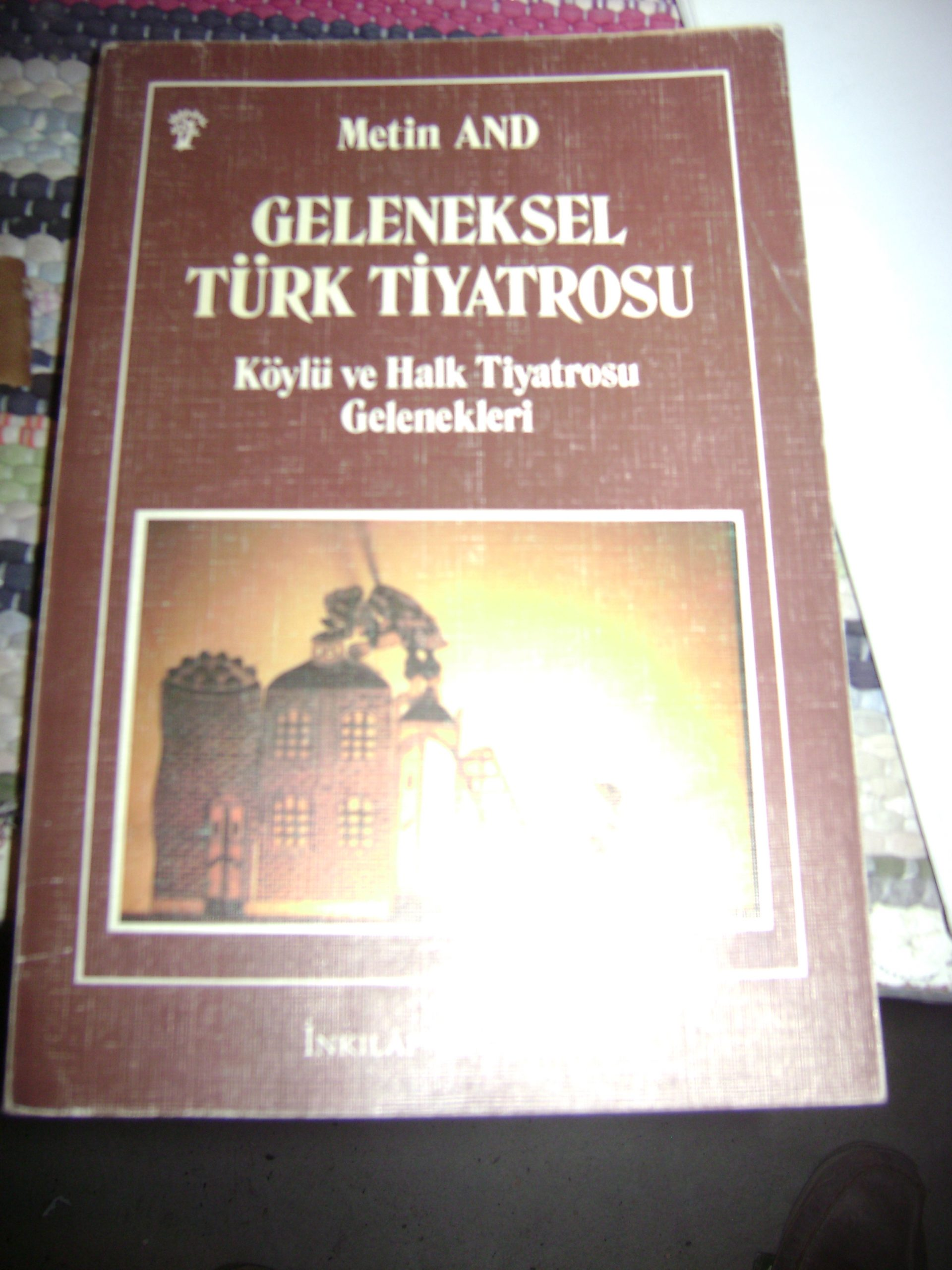 GELENEKSEL TÜRK TİYATROSU/Metin AND/İnkılap Kitabevi/15 TL(satıldı)