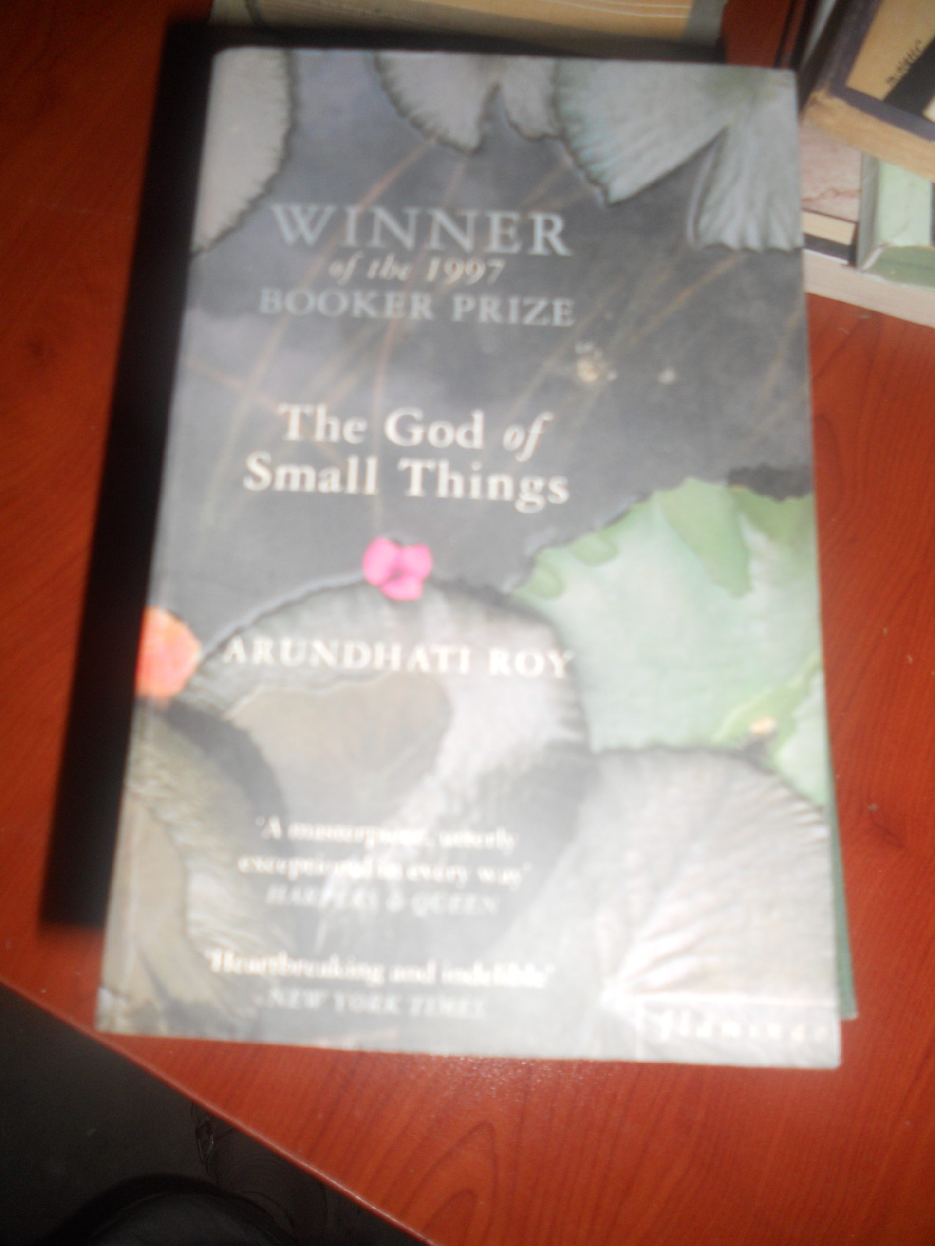 THE GOD OF SMALL THINGS/Wınner of the 1997 booker prıze/Arundhatı Roy/ 10 tl