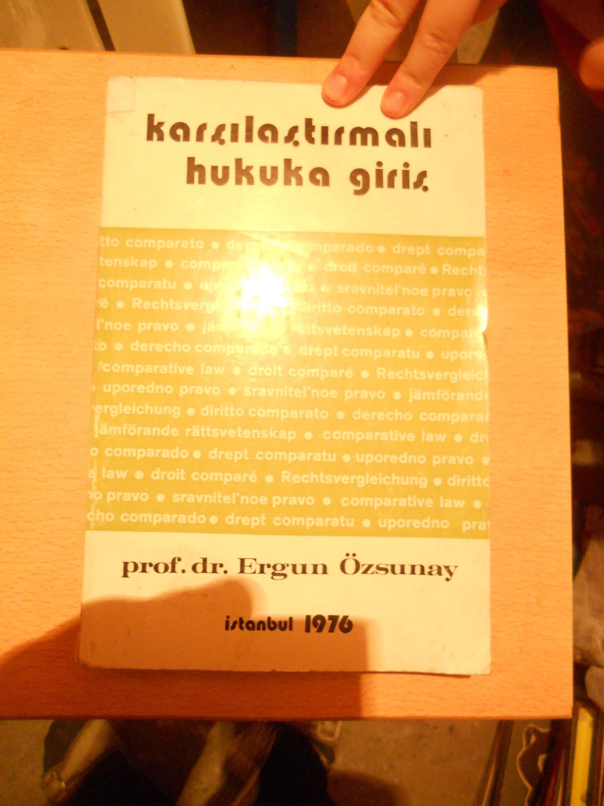 Karşılaştırmalı Hukuka Giriş/ Ergun Özsunay/10 TL(Satıldı)