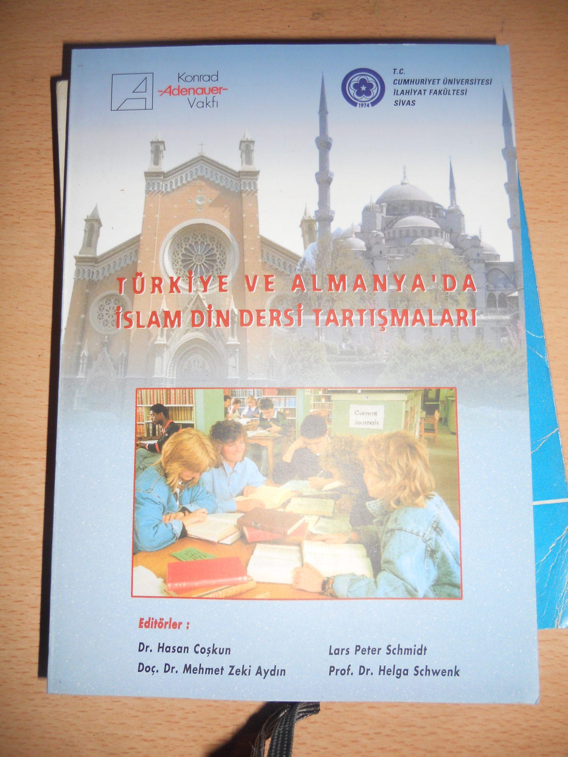 TÜRKİYE VE ALMANYA'DA İSLAM DİN DERSİ TARTIŞMALARI/ L.P.SCHMİDT,H.COŞKUN/ 15 TL