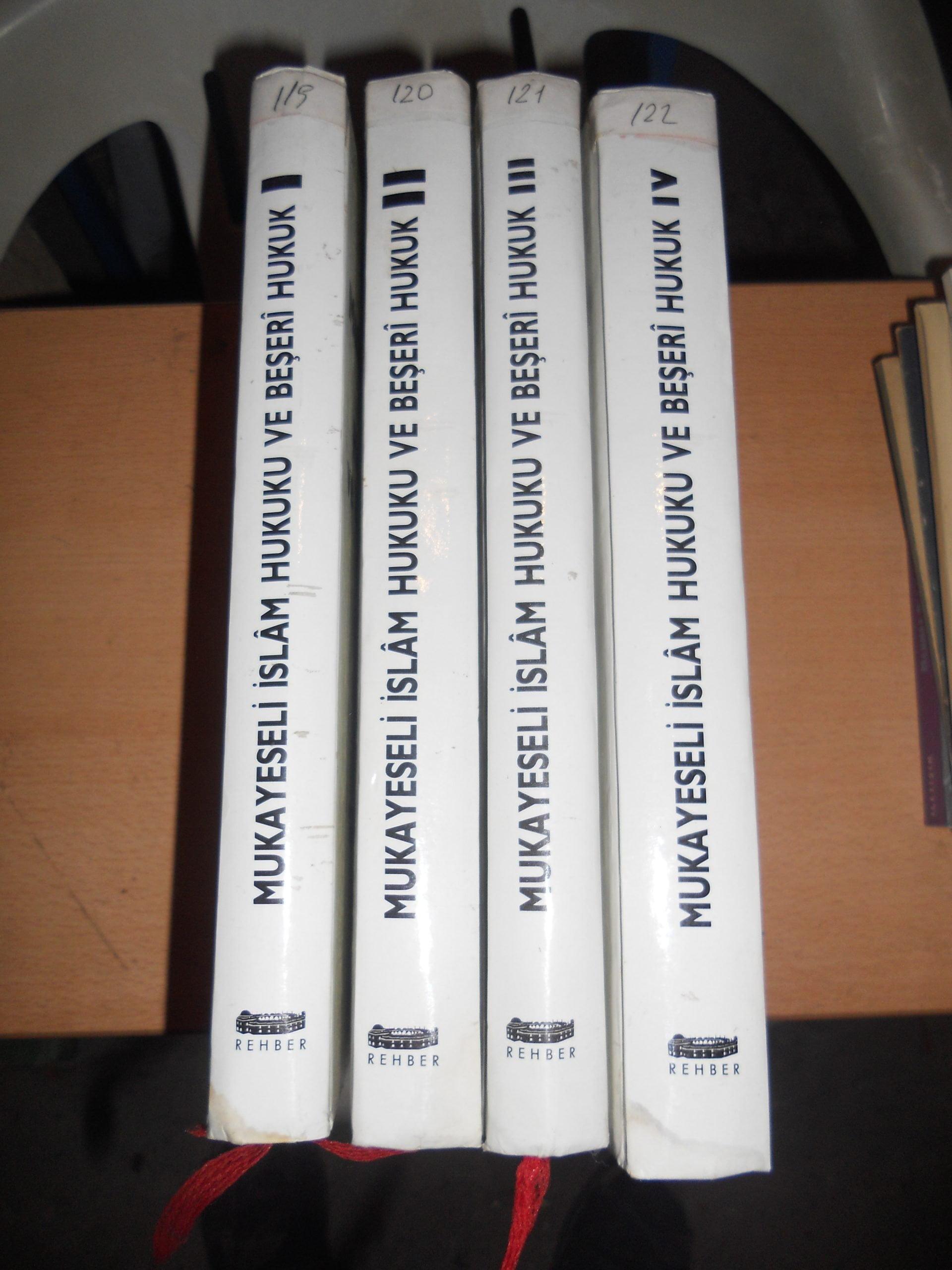 MUKAYESELİ İSLAM HUKUKU VE BEŞERİ HUKUK(1,2,3,4 CİLT)Abdülkadir UDEH/ toplam 40 TL(satıldı)