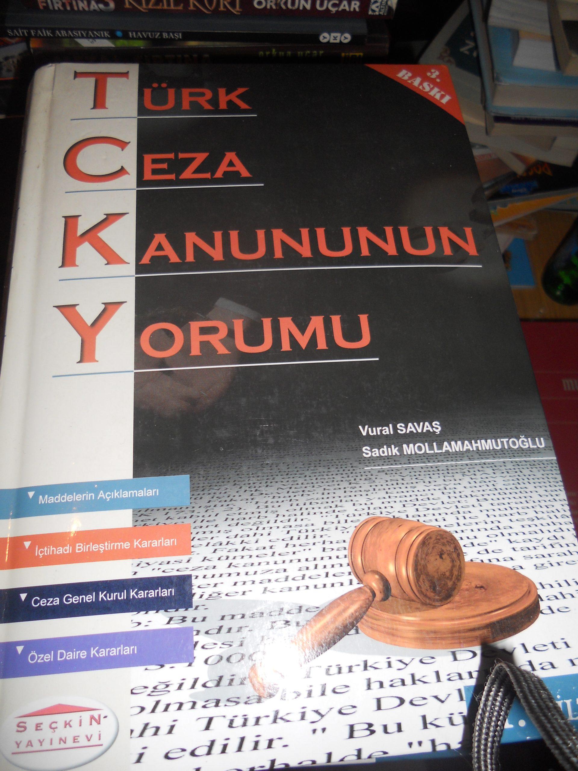 TÜRK CEZA KANUNUNUN YORUMU-1-2-3-4 Cilt / Vural SAVAŞ-Sadık Mollamahmutoğlu/ Toplam 250 TL