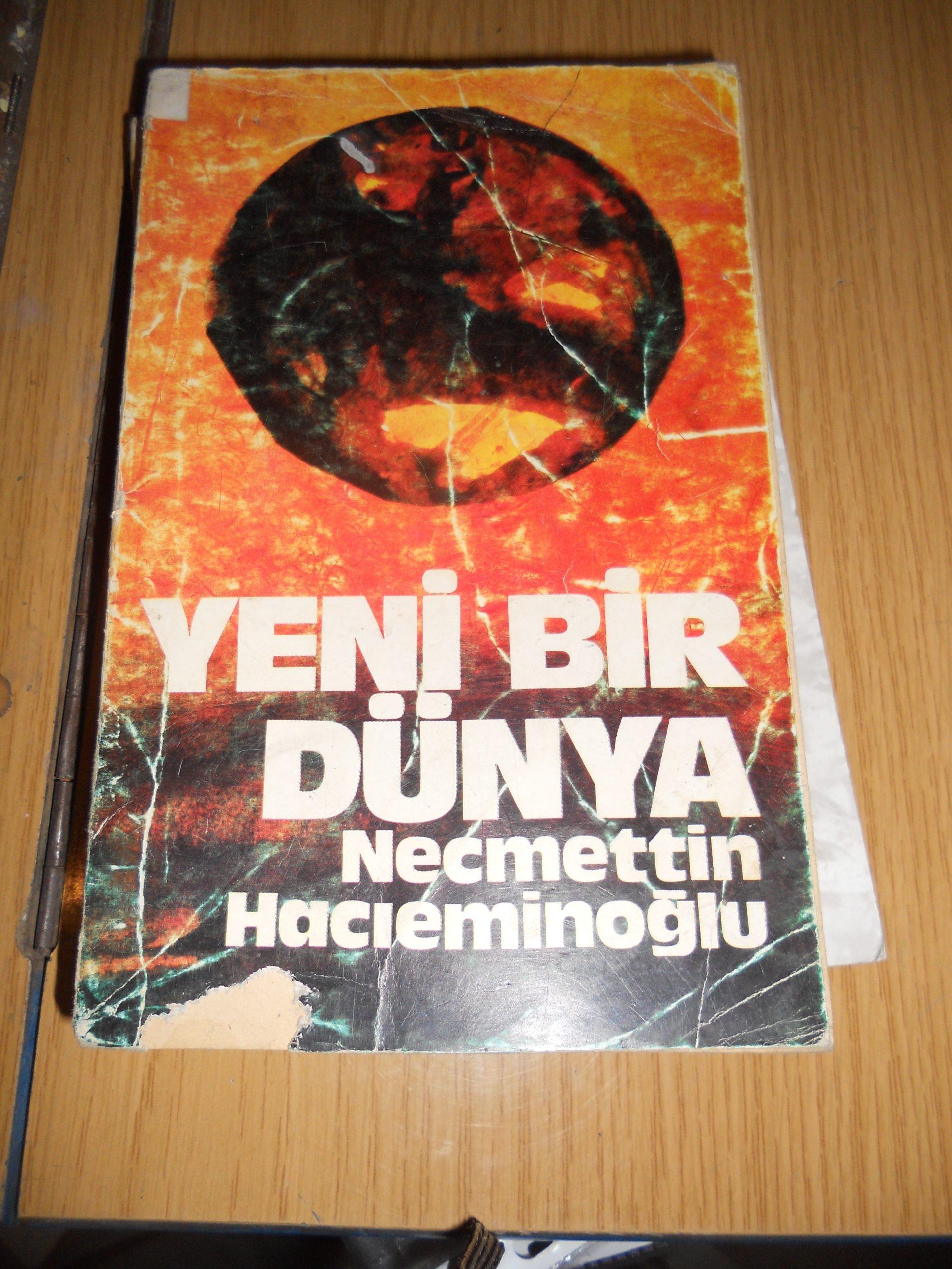 YENİ BİR DÜNYA/Necmettin Hacıeminoğlu/10 TL