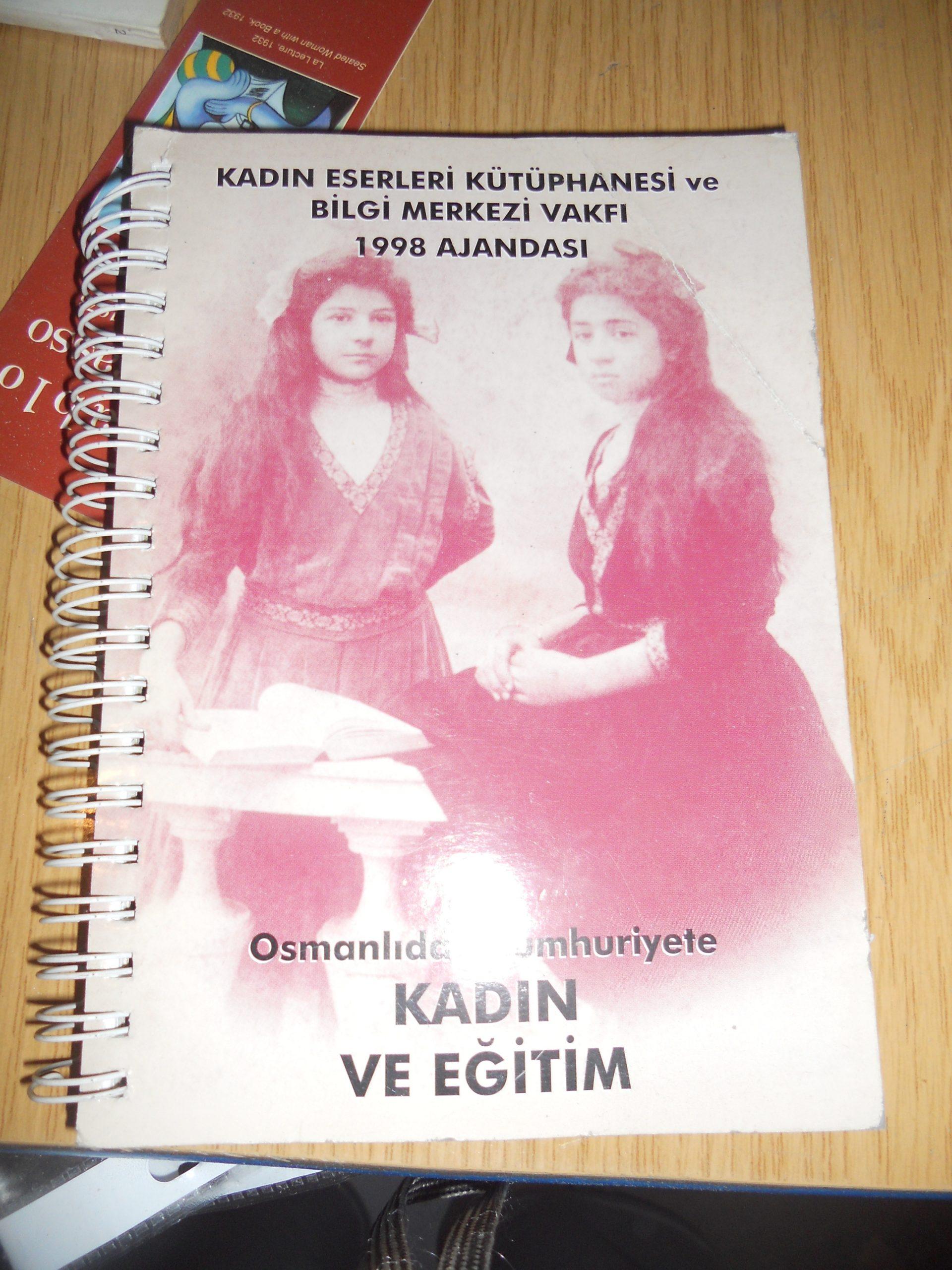 Osmanlıdan Cumhuriyete Kadın ve Eğitim-Kadın Eserleri Kütüphanesi ve Bilgi Merkezi Vakfı 1998 Ajandası / 15 tl