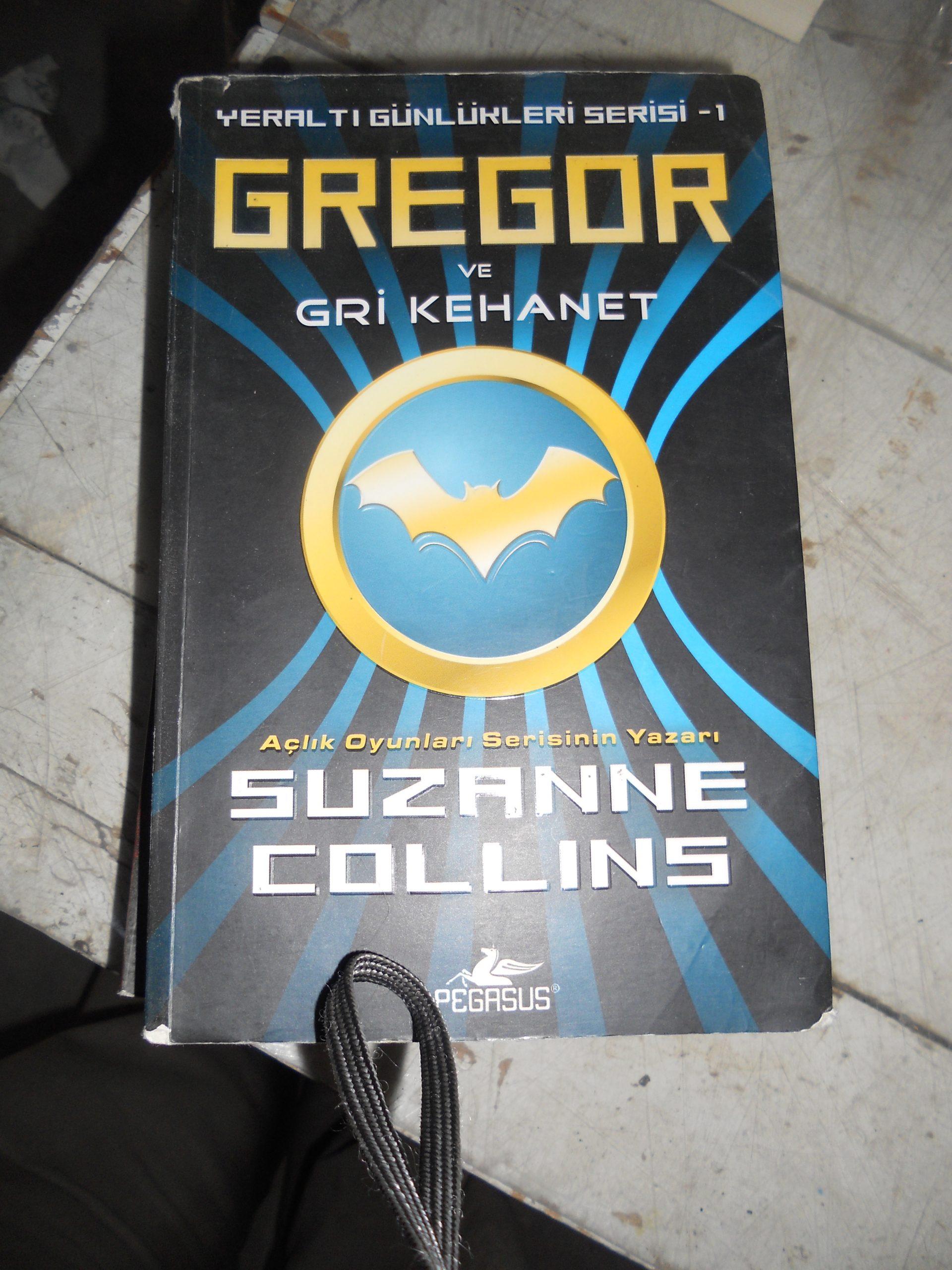 GREGOR ve GRİ KEHANET/Suzanne COLLINS/ 10 TL