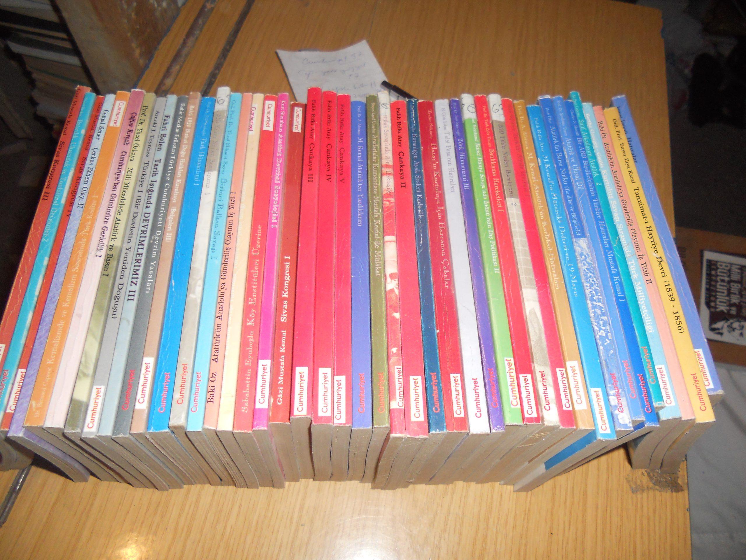Cumhuriyet Kitapları(Atatürk ve Kurtuluş Savaşı-Devrimler)/44 adet/Toplam 120tl