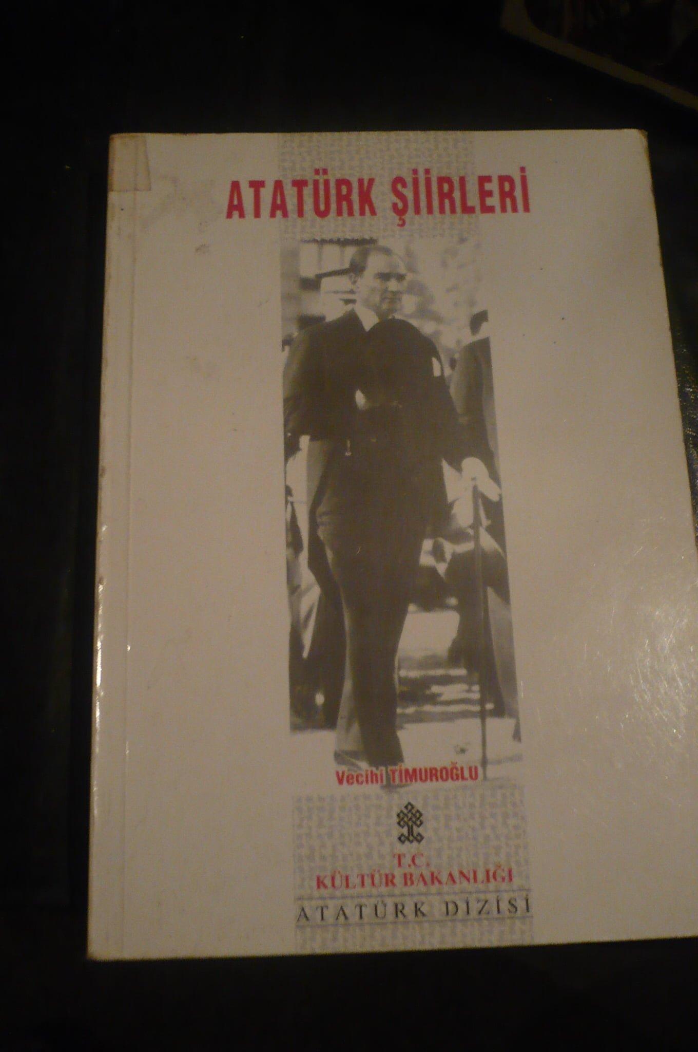 ATATÜRK ŞİİRLERİ/Vecihi TİMUROĞLU/10 TL