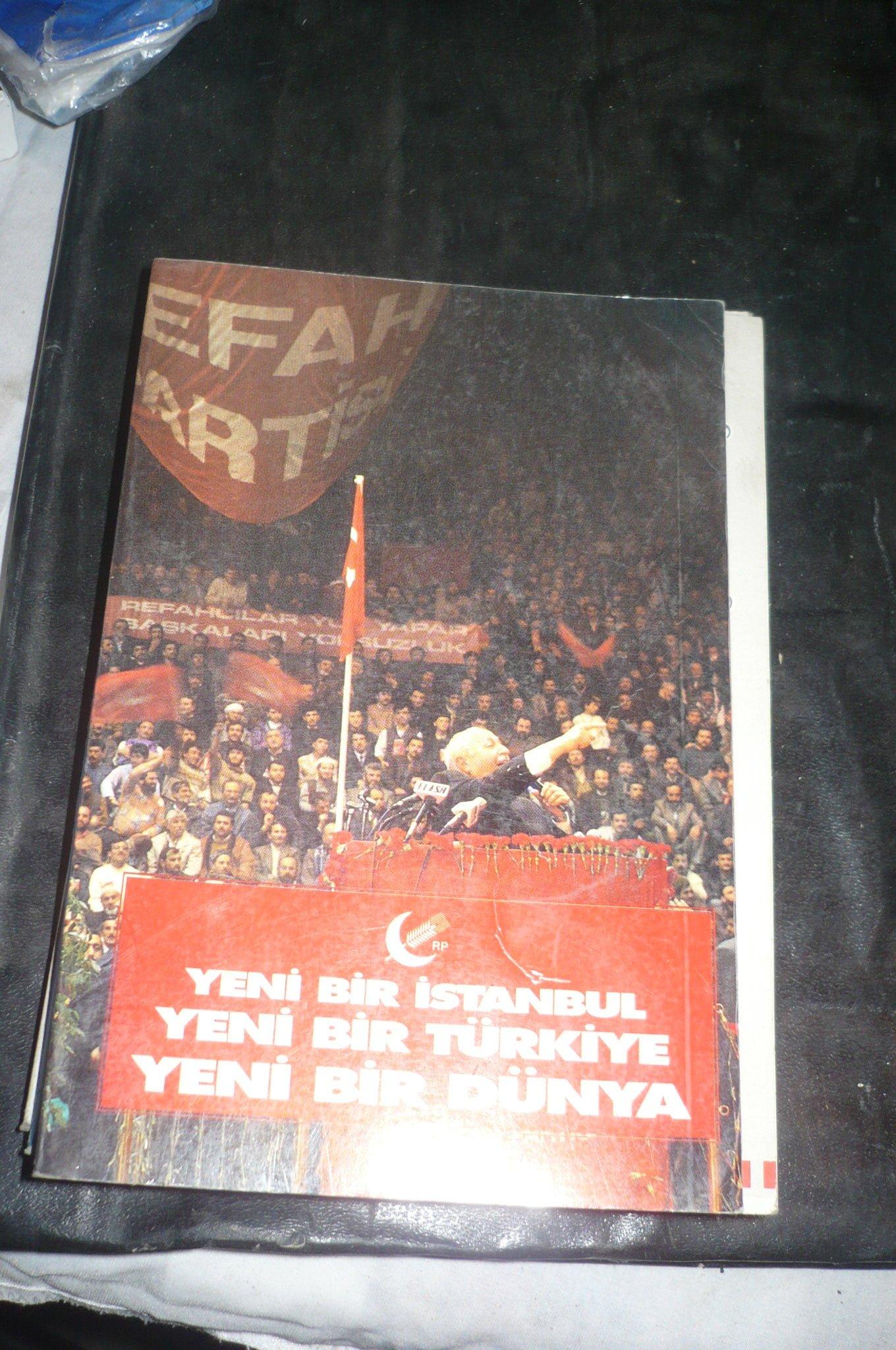 Yeni bir İstanbul,yeni bir Türkiye,yeni bir dünya/REFAH PARTİSİ BROŞÜR+1993 YILI ÇALIŞMA PROGRAMI BÜYÜK DEĞİŞİM+ 5 OLAĞAN KONGRE RAPORU/ 3 BROŞÜR.25 TL