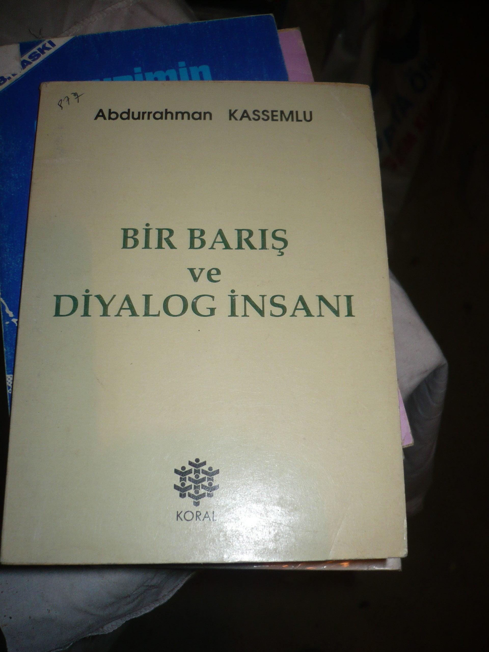 ABDURRAHMAN KASEMLU BİR BARIŞ ve DİYALOG İNSANI-Abdurrahman KASEMLU/15 TL