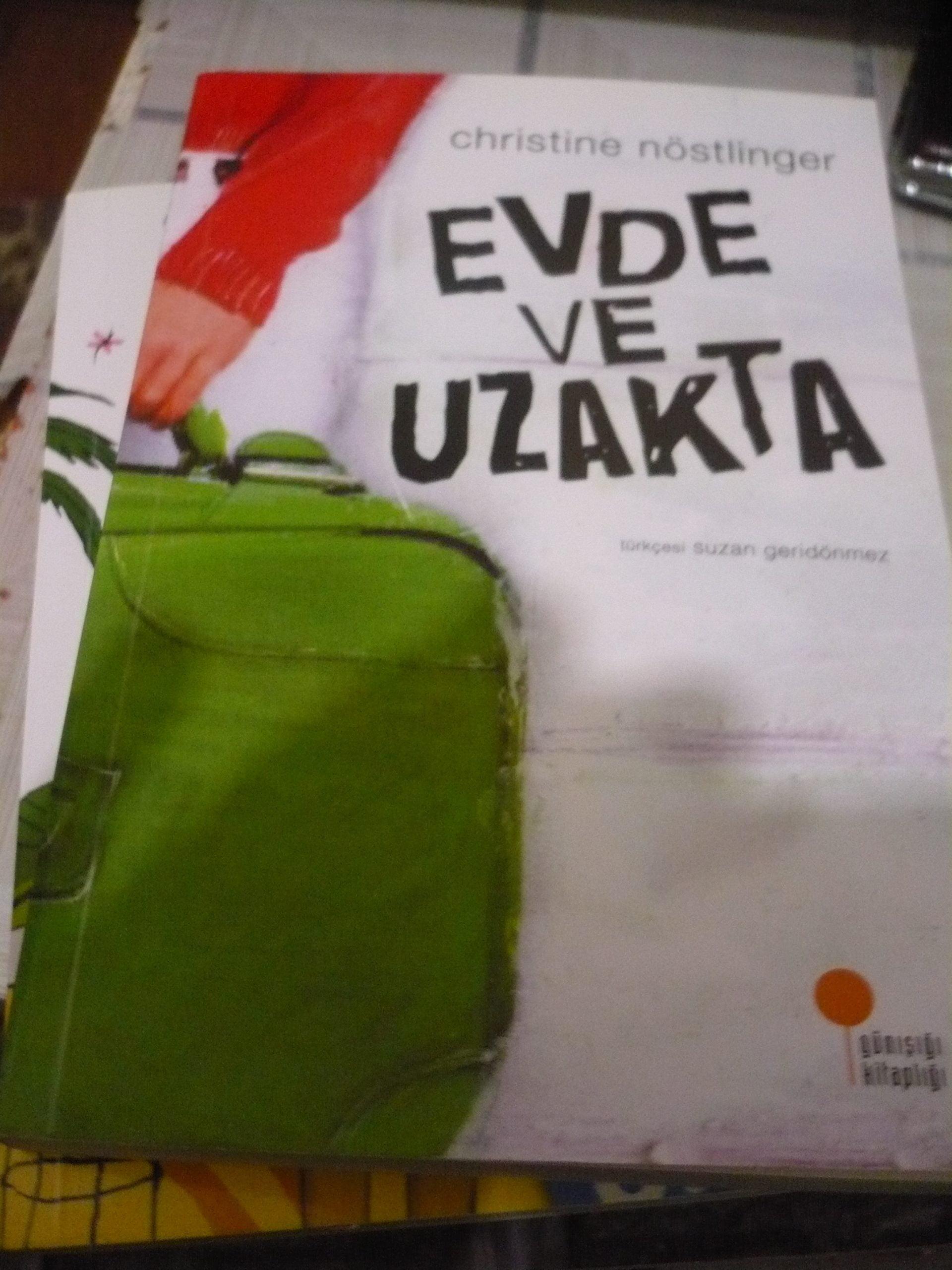 EVDE VE UZAKTA/ Christine Nöstlinger/ 10 tl