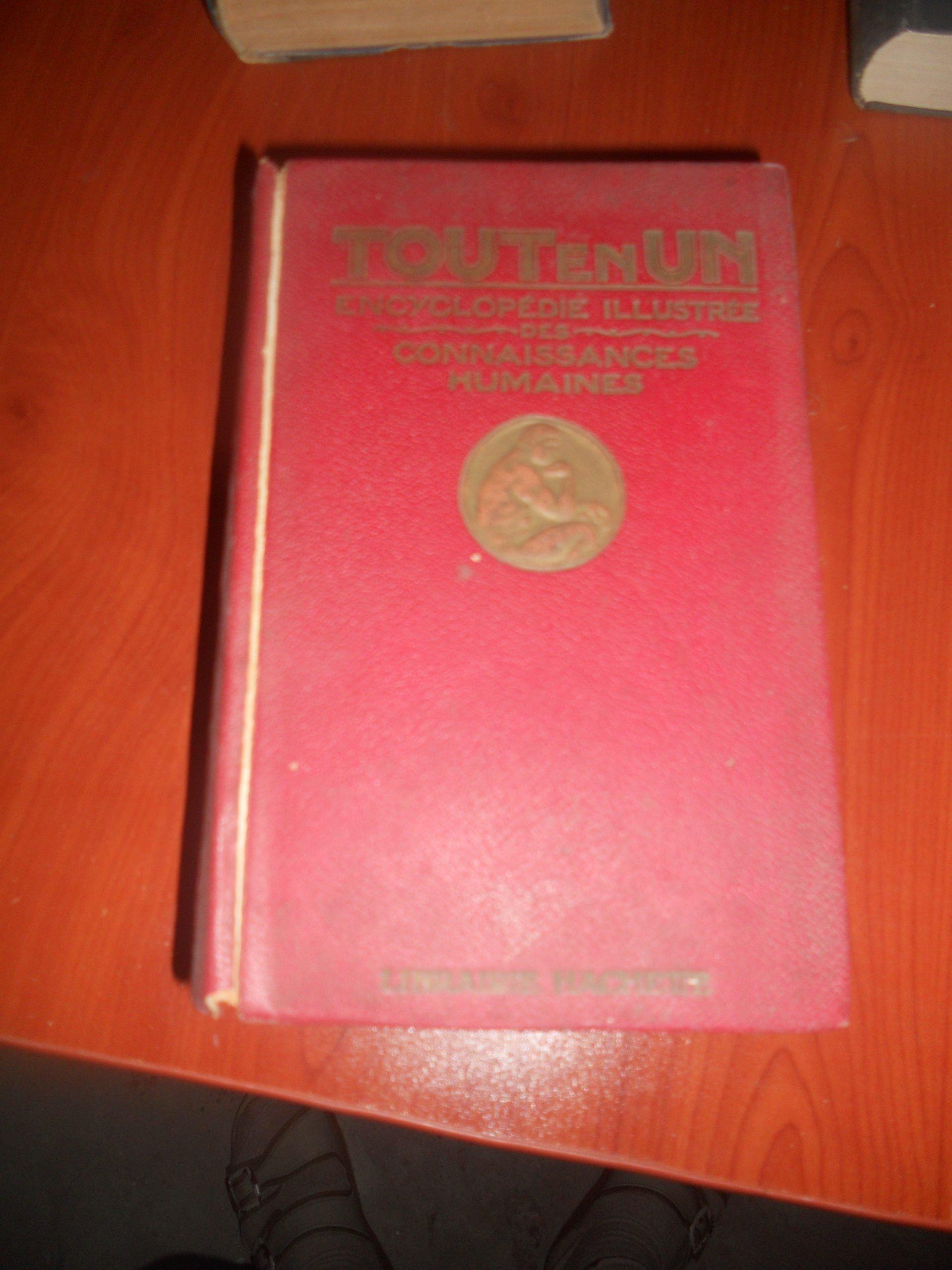 TOUT EN UN Encyclopedie Des Connaissances Hummaines /50 tl