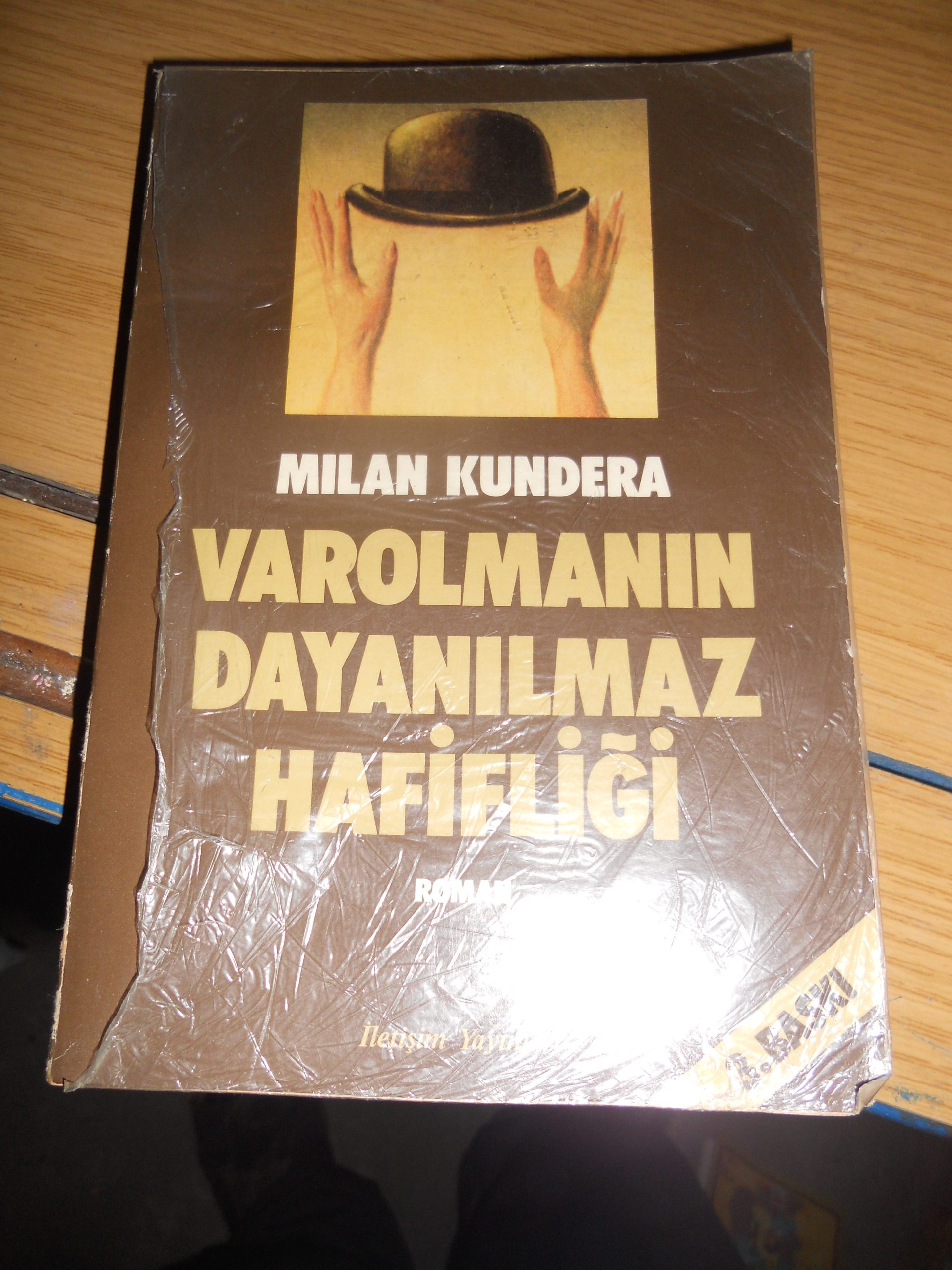 VAROLMANIN DAYANILMAZ HAFİFLİĞİ/Milan KUNDERA/6,5 TL(Satıldı)